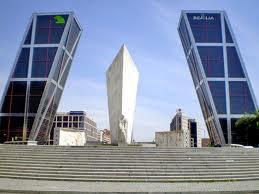Vaya par de gemelas juanjo montejanojuanjo montejano - Torres kio arquitecto ...